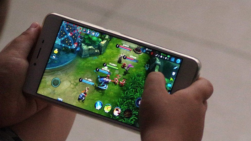 China limits kids playing online video games during the week